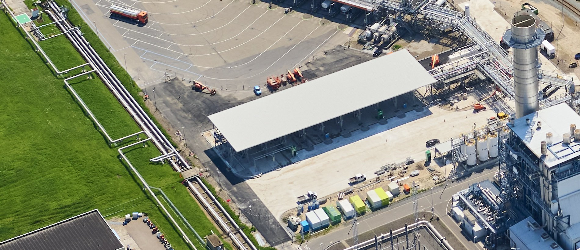 Nieuw vrachtwagen laadstation Koole Pernis